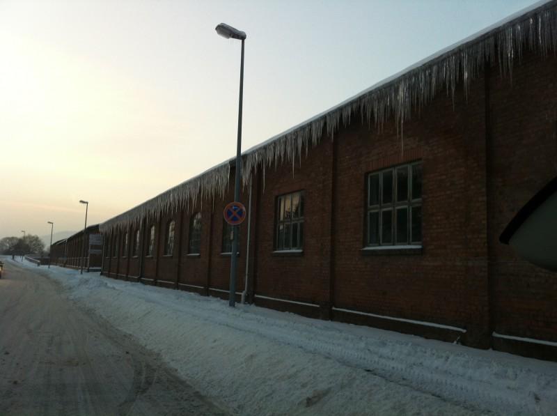Eiszapfenbildung an der Traufe
